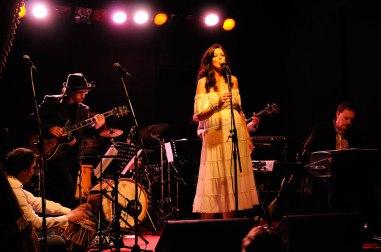 news-Sarah-J-Hyland-Bobby-Singh-Paramasala